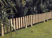 Recinzione bassa in legno preassemblato per bordure e delimitazioni di giardini e spazi outdoor